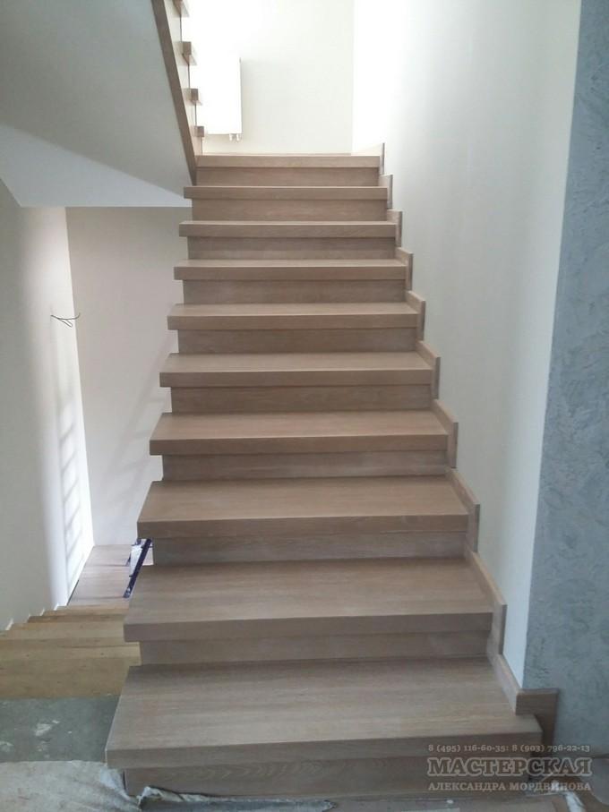 лестница по бетонному основанию