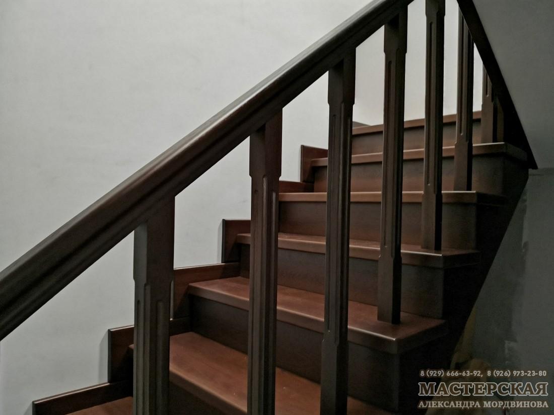 Лестница из дуба, тонировка орех