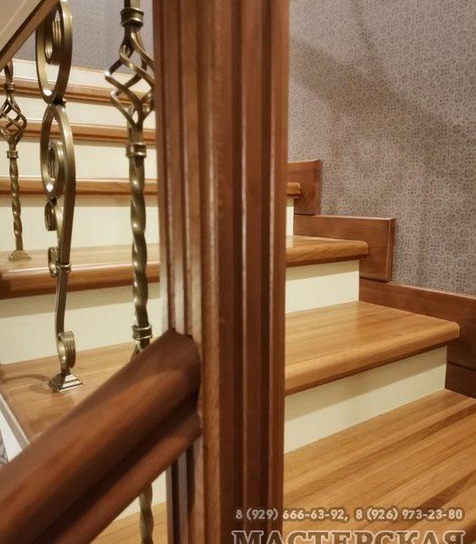 Дубовая лестница по бетонному основанию